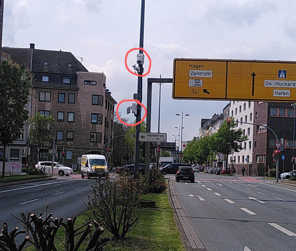 Foto von den Kameras am Laternenpfahl auf der Mallinckrodtstraße.